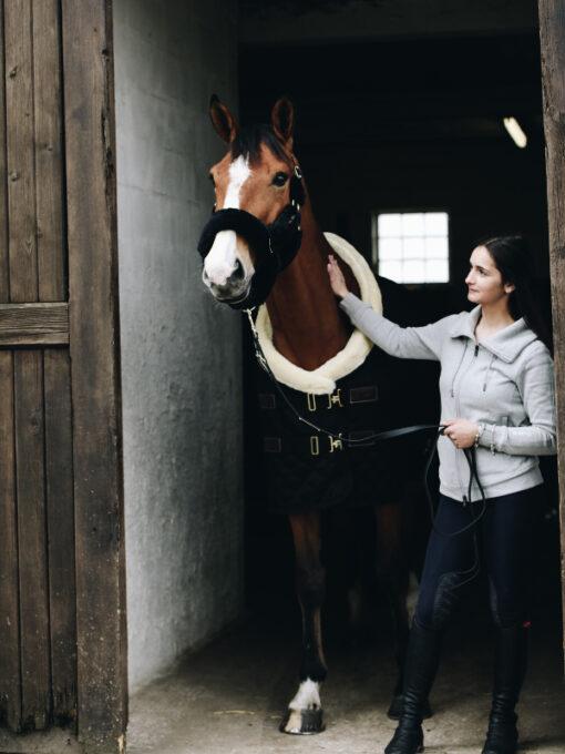 Turnierdecke Schwarz Pferd